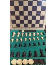 Scacchiera con dama e scacchi