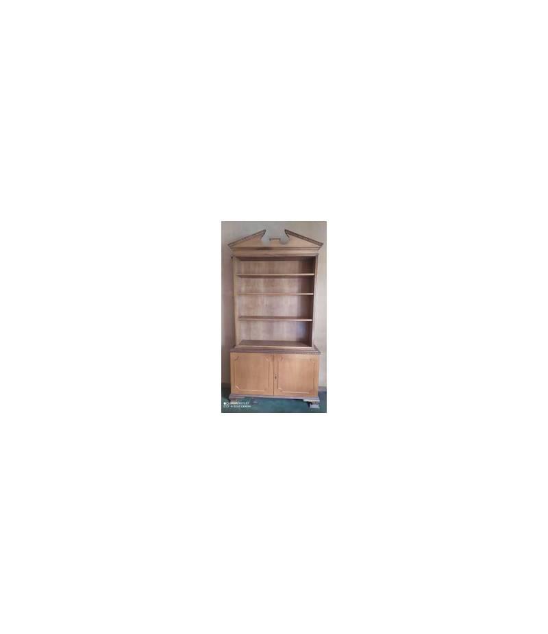 Mobile in legno massello con 4 ripiani e 2 scomparti.