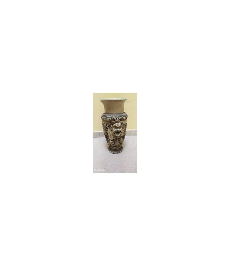 Vaso in marmo stile Maori